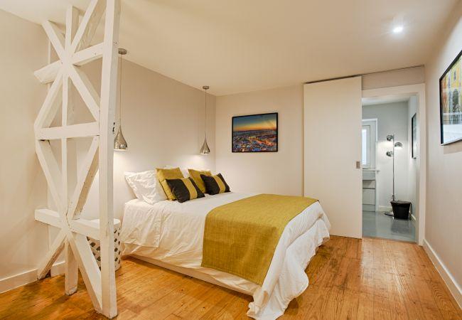 Apartamento em Lisboa - Lisbon Light Inner Bairro Alto (C61)
