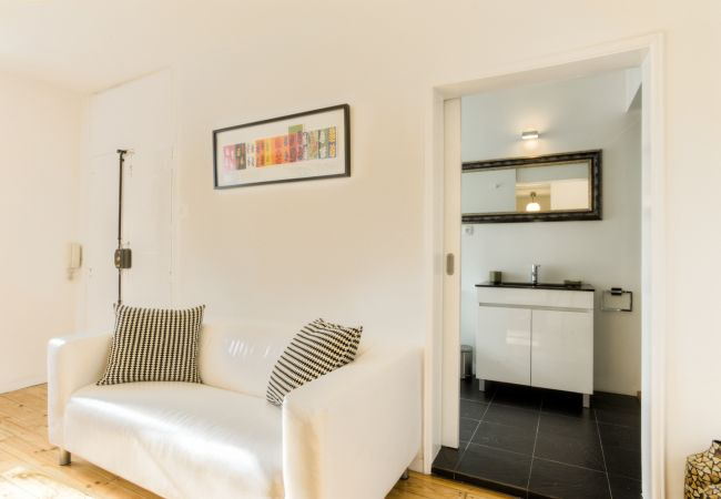Apartment in Lisbon - Castelo Stylish Flat (C24)
