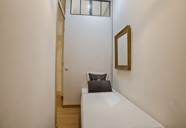 Apartment in Lisbon - Santos Glamour Apartment (C50)