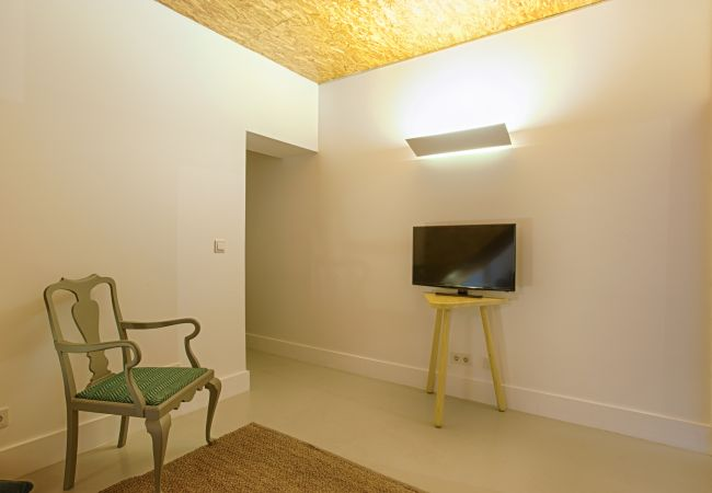 Apartment in Lisbon - Estrela Terrace Apartment (C51)