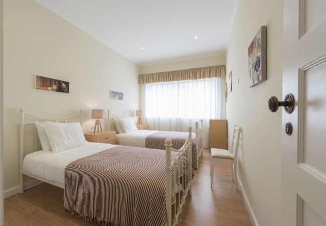 Apartment in Oporto - Family Central Apartment (N58)