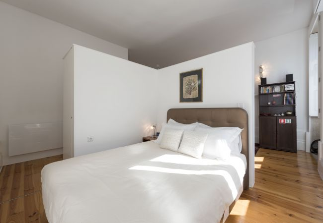 Apartment in Oporto - Bolhão Market Studio (N71)