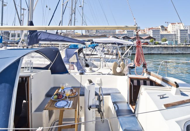 Boat in Lisbon - Evamia River Boat (C104)